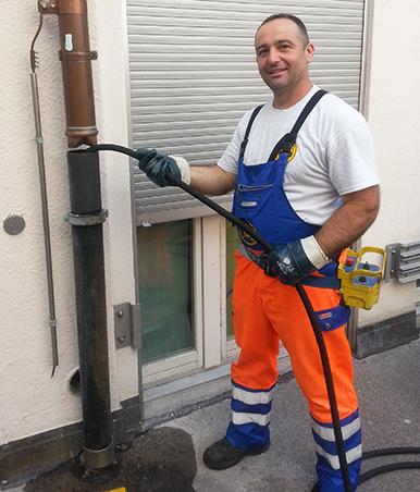 Service nettoyage de tuyaux – TuyauMax – par exemple, faire nettoyer les colonnes de chute d'un immeuble